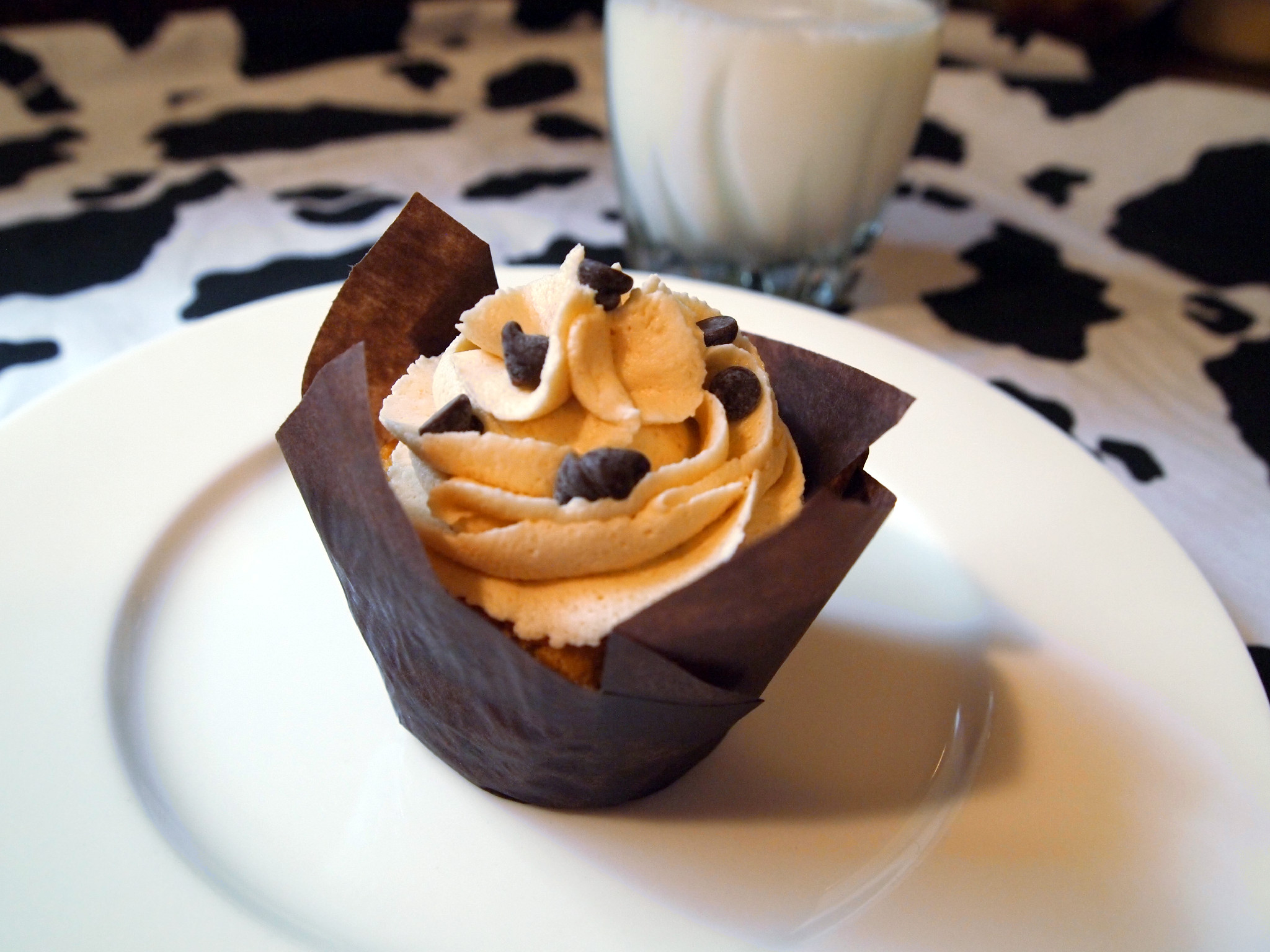 Sweet Surrender: Chocolate Chip Cookie Dough Cupcakes | Comfortably ...
