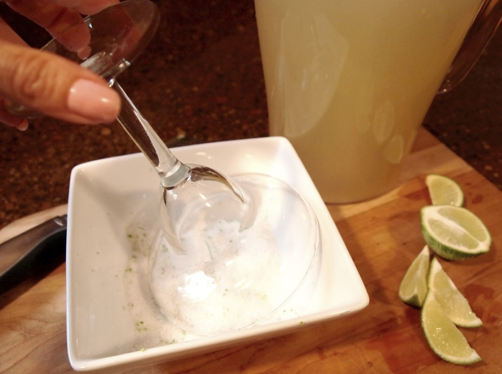Salting the rim of a glass for a margartia